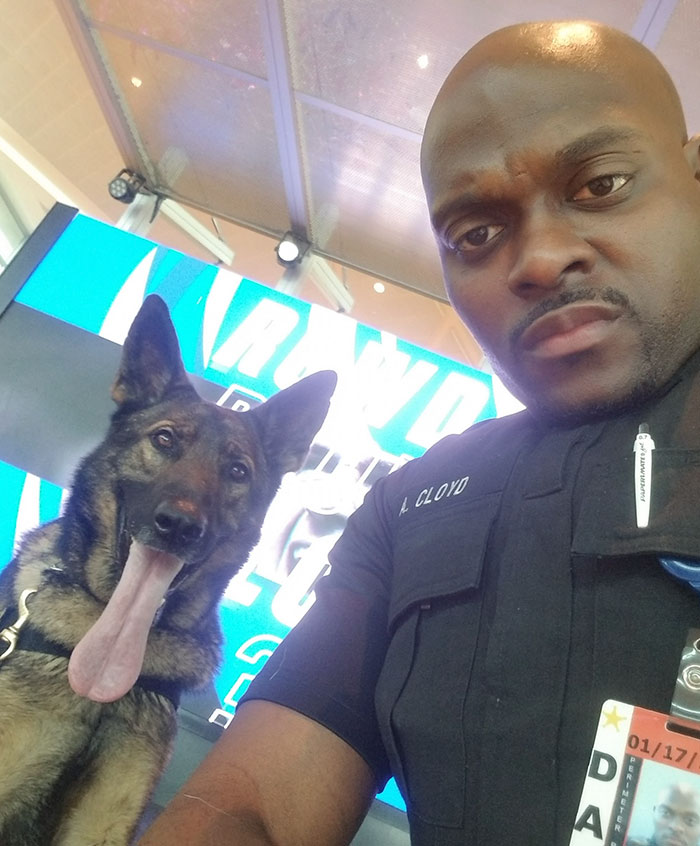 police officer dog selfies 6 5e4d07ca5119f 700